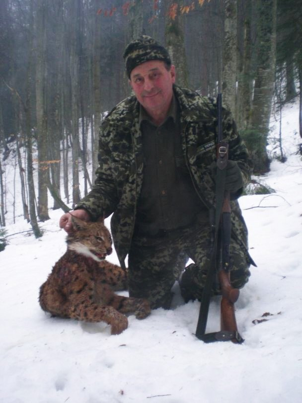 """Карпатські лісники похизувалися """"трофеєм"""" з Червоної книги: їм загрожує кримінальна відповідальність (фото)"""