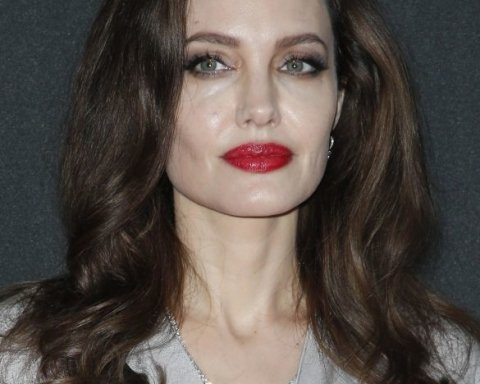 З яскравим макіяжем і у білій сукні: Джолі зачаровує фанатів красою (фото)