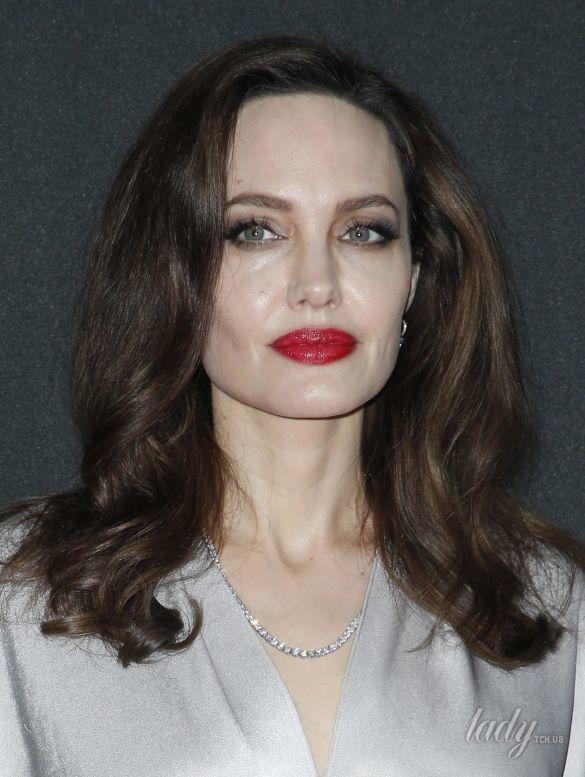 Квітуча Анджеліна Джолі зробила фурор на церемонії Governors Awards