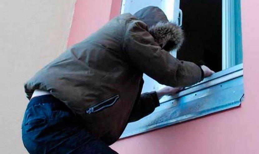 Годами грабил квартиры киевлян: копы задержали опасного злоумышленника
