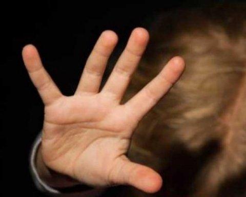 »Руки прочь от наших детей»: учительницу, которая запугивала детей, уволили на Закарпатье