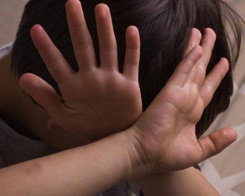 Под Сумами отец до смерти избил ребенка, который отказывался есть