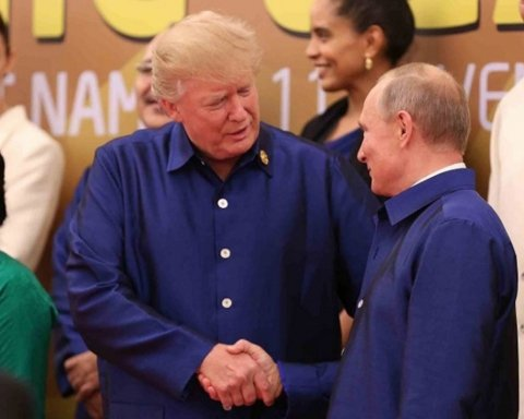 """Трамп """"боїться"""" руку мити: соцмережі про зустріч Путіна з главою США"""