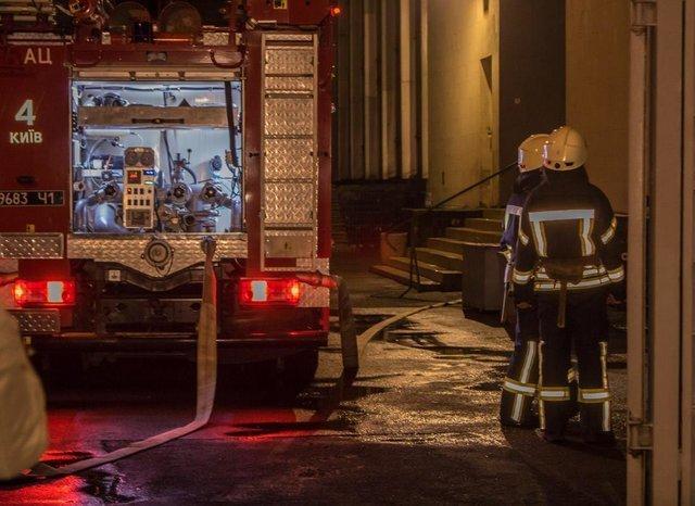 У Києві сталася пожежа: горів інститут Патона (відео)
