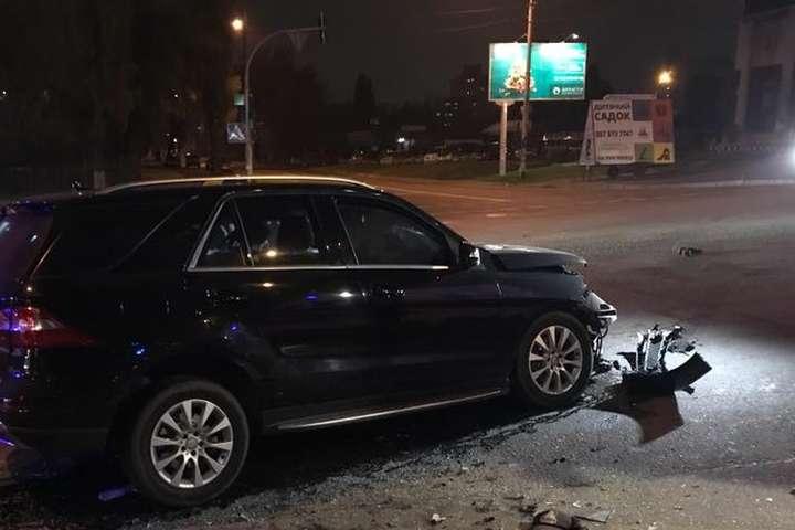 Шофёр такси Uber спровоцировал масштабное ДТП спятью автомобилями вКиеве