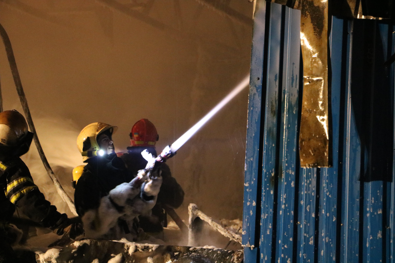 Масштабный пожар вКиеве: вспыхнуло строение наулице Стеценко