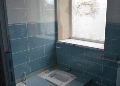 Українців розлютив туалет за мільйон в одній із шкіл