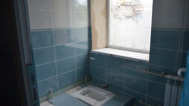 Украинцев разозлил туалет за млн. водной изшкол