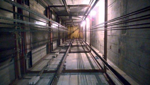 У київському гіпермаркеті обірвався ліфт, загинула людина