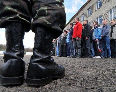 Українцям змінять порядок служби в армії: що варто знати