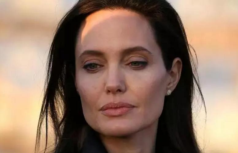 Найдена без сознания: Анджелину Джоли срочно госпитализировали