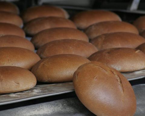 Киян розлютила вигрузка хліба прямо на асфальт (фото)
