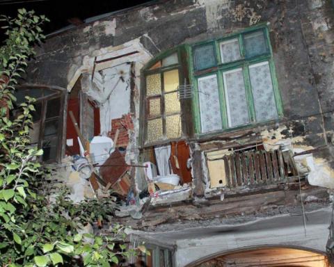 """100-літній житловий будинок """"рухнув"""" в Одесі: моторошні фото"""