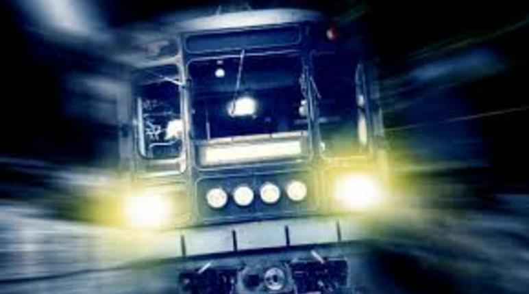 Потяг на смерть збив людину у Києві: все потрапило на відео