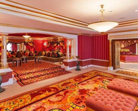 Українцям показали найдорожчий номер в елітному готелі у Дубаї (фото)