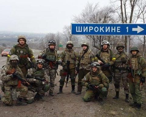 Порошенко створив військово-цивільну адміністрацію у селах під Маріуполем