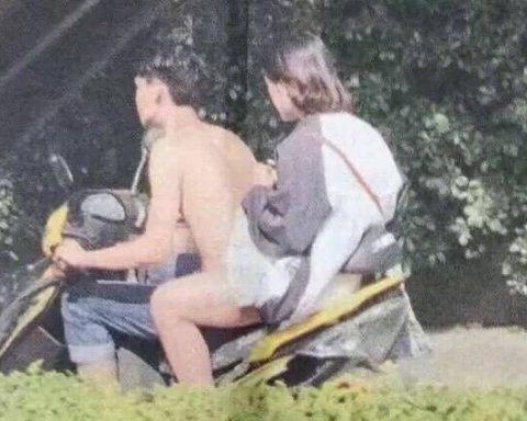 »Голый» парень на скутере стал «головоломкой» для многих украинцев (фото)