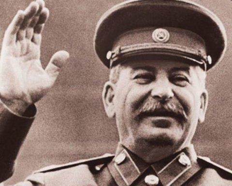 Глава «банка Путина» пришел на вечеринку в костюме Сталина (фото)