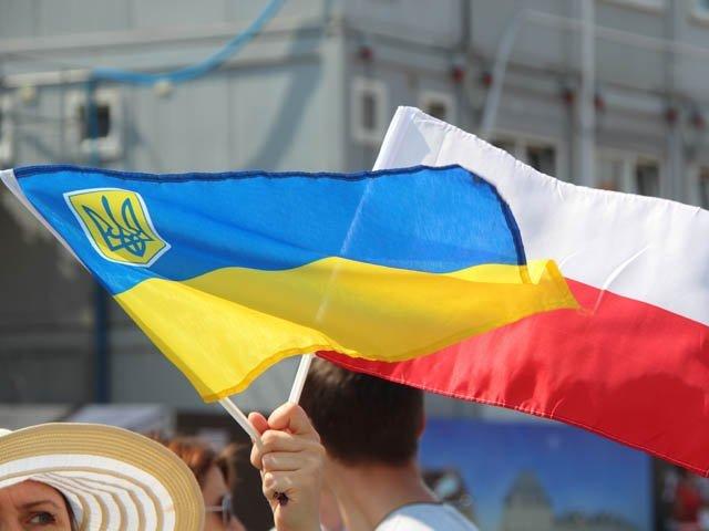 Стало известно, сколько украинцев учатся и работают в Польше