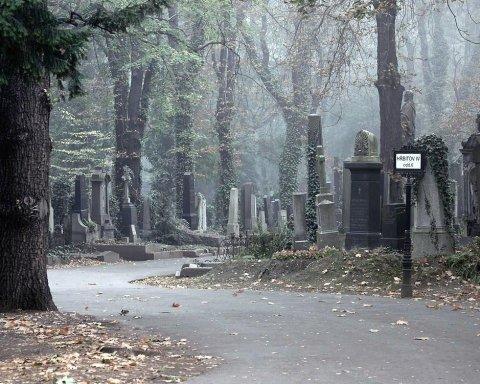 Поминальні дні: що не можна нести на кладовища