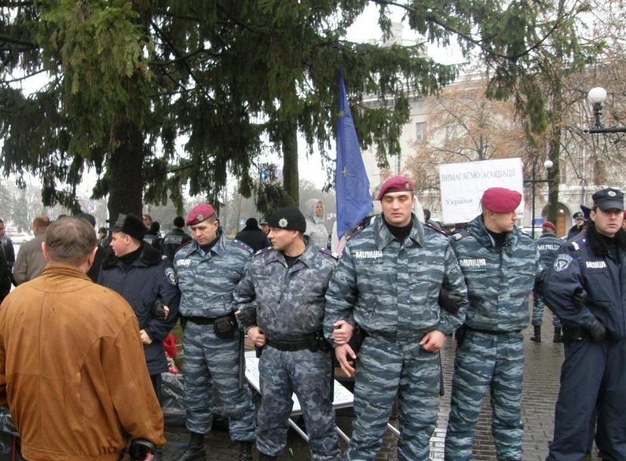 Порошенко надолжность бессрочно назначил судью, который «разгонял» Евромайдан