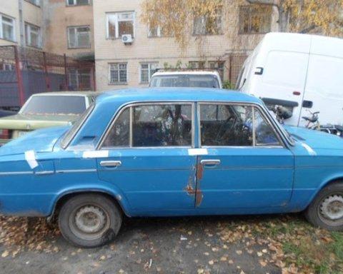 На Одещині підліток купив стару автівку за сувенірні долари