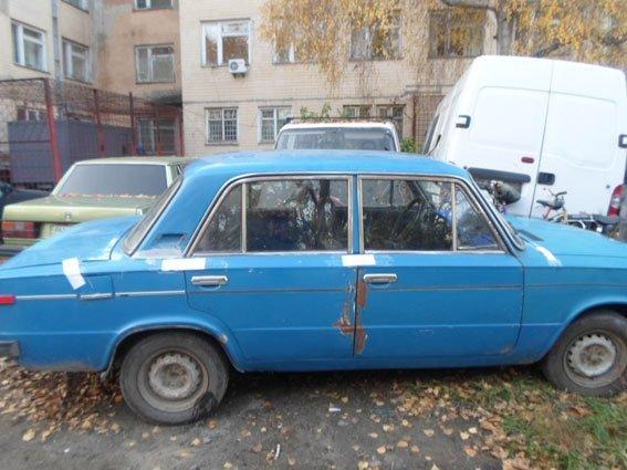 В Одесской области подросток купил старую машину за сувенирные доллары