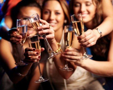 Вчені розповіли, чому жінки інколи вимагають алкоголю