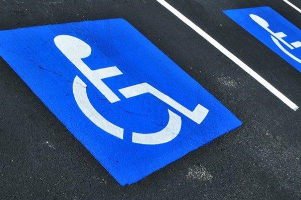 Озвучено размер штрафов за парковку на местах для инвалидов