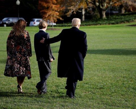 Меланія Трамп у розкішному пальто зачаровує красою (фото)