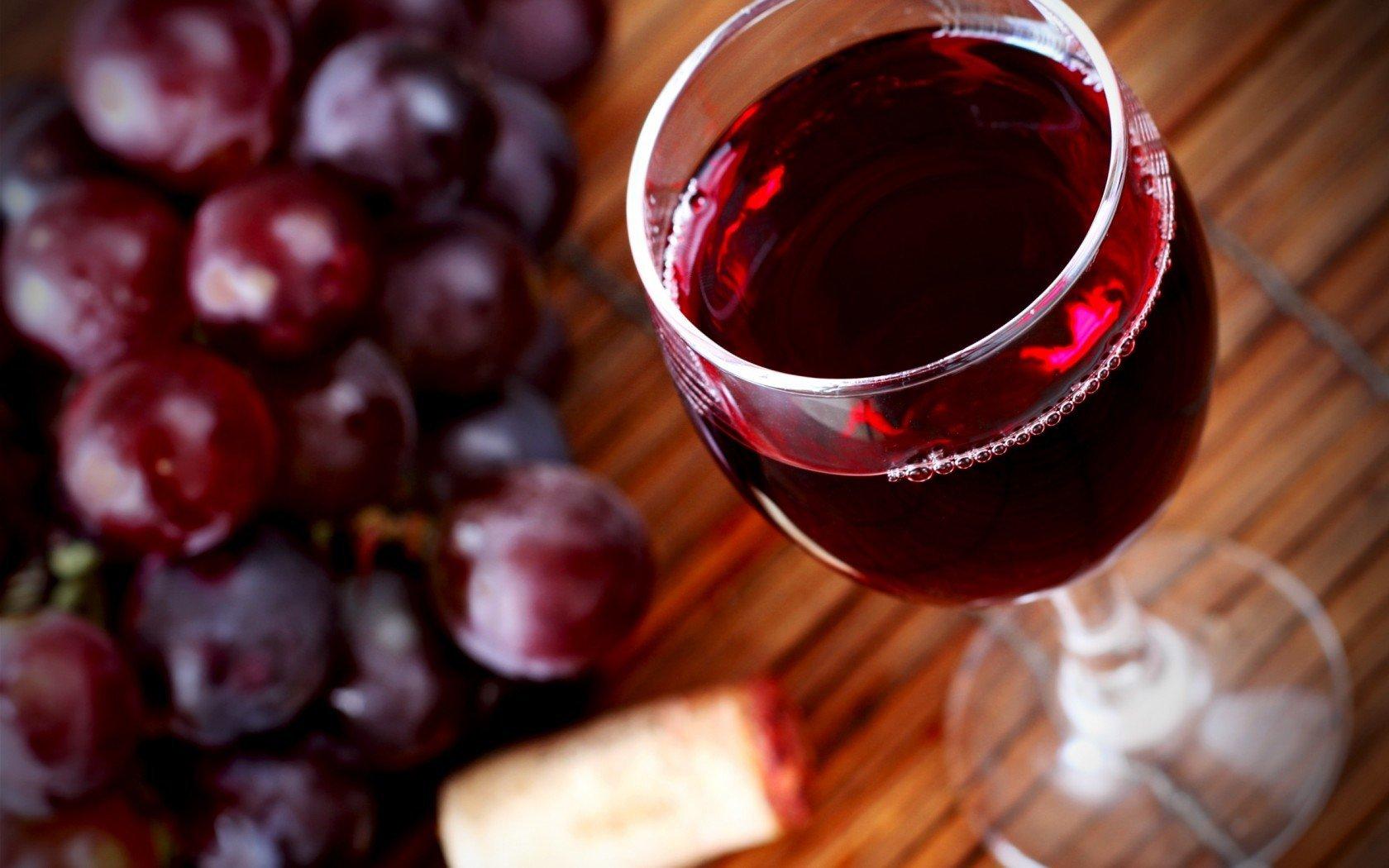 Від небезпечного захворювання вбереже червоне вино