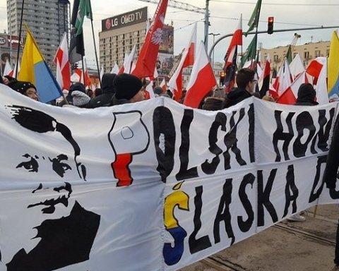 Марш ультраправых в Польше: националисты вышли c провокационным баннером об Украине (фото)