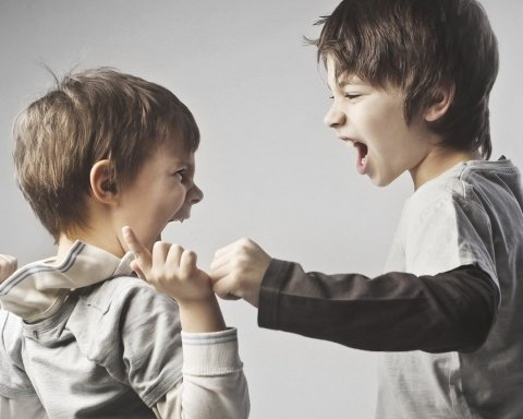 Психологическое и физическое насилие в школе: кто должен отвечать и следует знать родителям