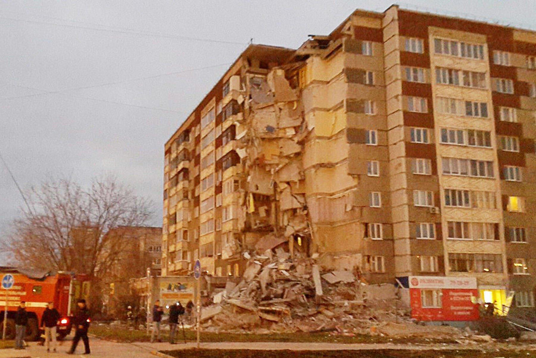 УРосії обвалився під'їзд житлової багатоповерхівки, є загиблі
