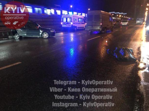 УКиєві бензовоз протаранив легковик: загинули двоє людей