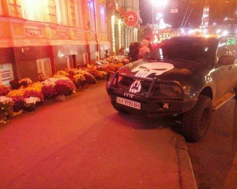 Харьковская трагедия: автохам припарковался на месте жуткого ДТП, харьковчане свирепствуют (фото)