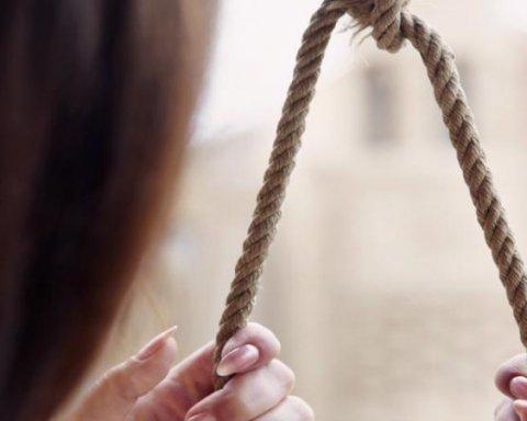 повесился самоубийство