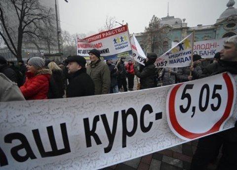 Кредити у доларах повертаються: що потрібно знати українцям
