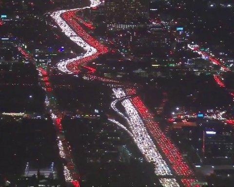Киевлянам показали масштабные пробки в Лос-Анджелесе (видео)