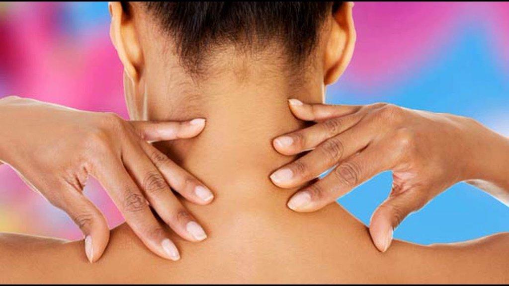 У Чернігові масажистка скрутила шию клієнтці: подробиці
