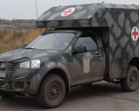 Бойовики обстріляли військовий автомобіль з медиками