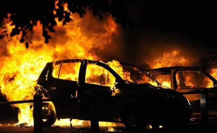 Сразу шесть авто странным образом сгорело в Киеве