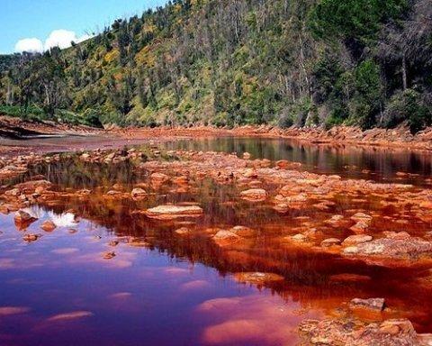 Вісім озер, вода з яких вбиває за лічені секунди (фото)