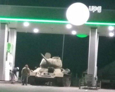 Танк на автозаправке поразил киевлян (фото)