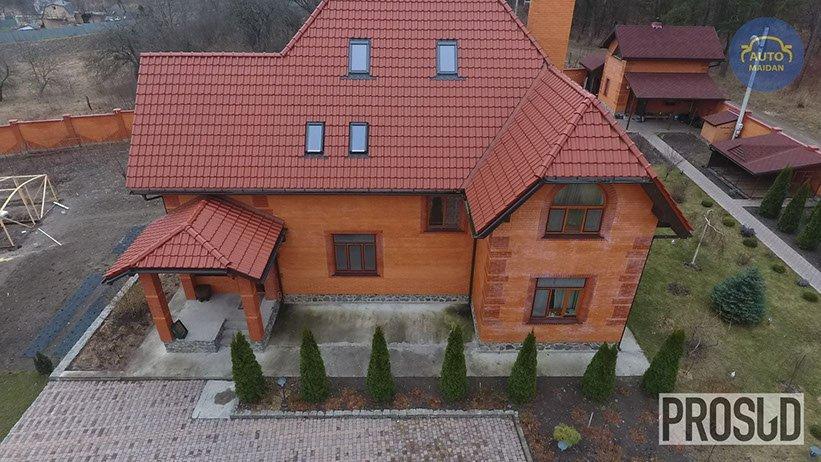 Роскошный дом СБУшника под Львовом показали в сети (видео)