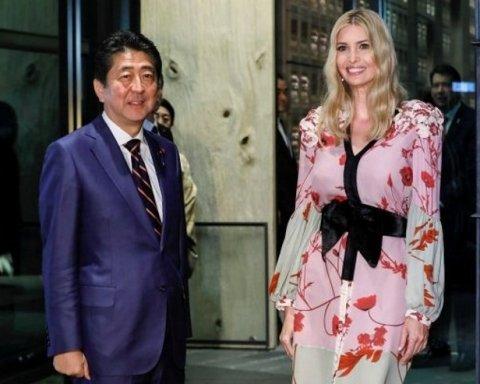 Стильные очки и пальто с вышивкой: Иванка Трамп поразила роскошным видом (фото)