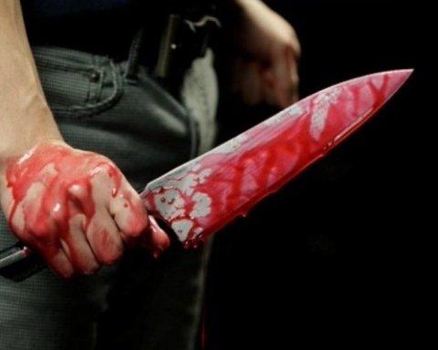 Моторошне вбивство: грабіжник пошматував жертву ножем