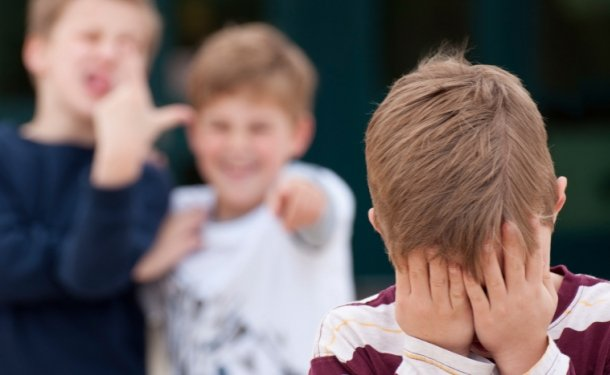 Довели доинсульта: вДнепре школьники издевались над сыном сДонбасса