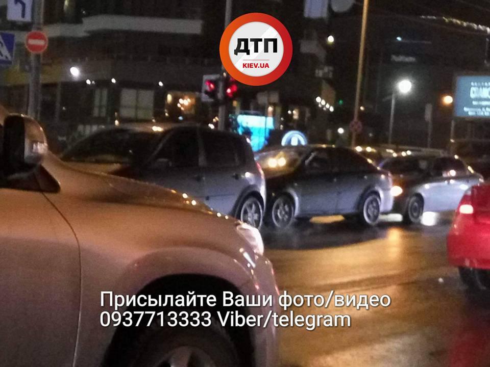 ВКиеве влобовом ДТП умер шофёр автомобиля Хендай Elantra