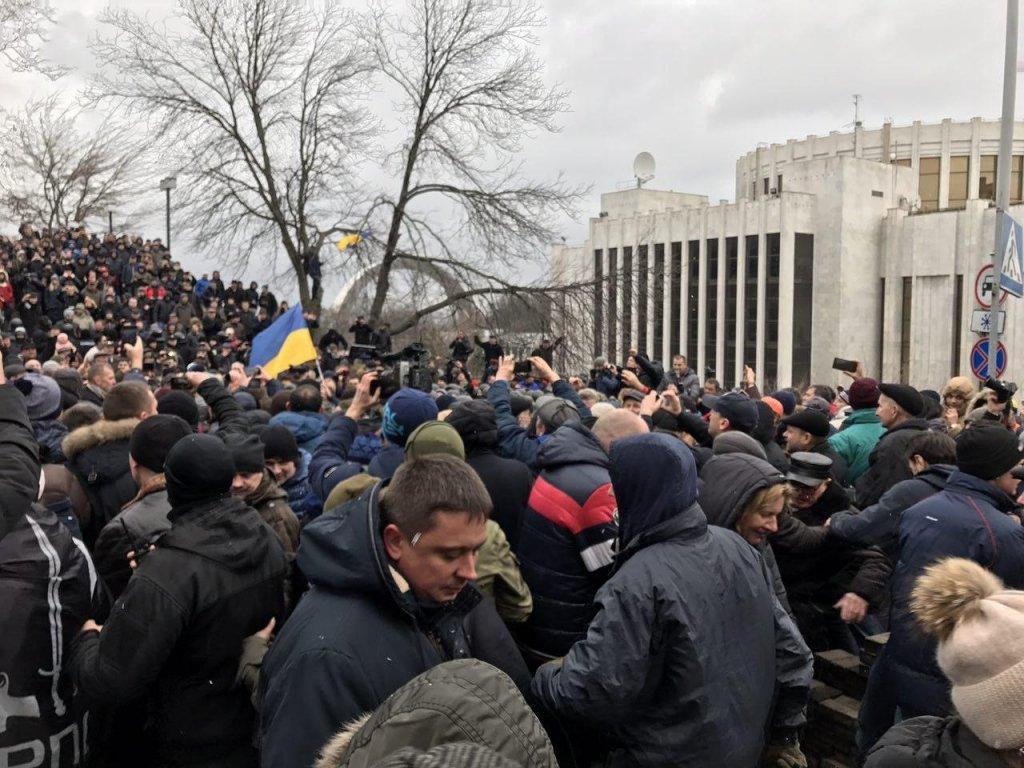 Активісти витягли Саакашвілі з автівки СБУ (відео)
